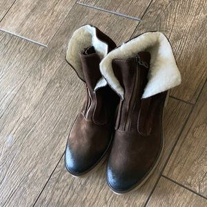 Never wore suede Sundance boots